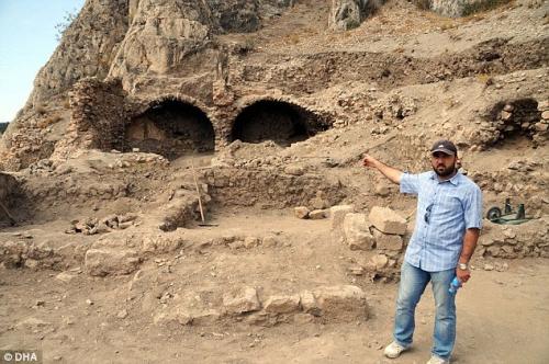 dracula,vlad l'empaleur,vlad tepes,archéologie,fouilles,ruines,histoire