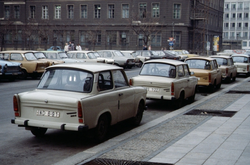 Trabants-Berlin_1989.jpg